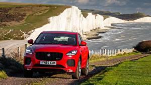 Картинка Jaguar Спереди Кроссовер Красные E-Pace, R-Dynamic First Edition, UK-spec, 2017 машины