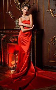 Фото Украшения Шатенка Платье Красный Девушки