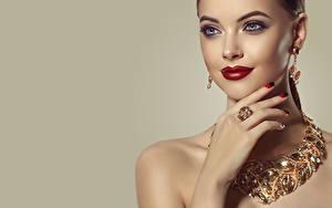 Фотография Украшения Ожерелье Цветной фон Лица Косметика на лице Красными губами Рука Маникюра Серег Девушки