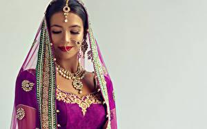 Фотография Украшения Индийские Серый фон Брюнетка Девушки