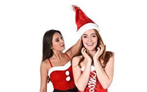 Картинки Jia Lissa Liya Silver Новый год Белом фоне Белый фон Смотрит Взгляд Улыбка В шапке Брюнетки Рука Униформе Девушка Девушки