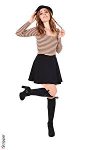 Картинка Jia Lissa iStripper Белый фон Шатенка Шляпа Поза Руки Юбка Ноги Туфли Гольфах девушка