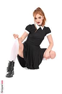 Картинки Jia Lissa iStripper Белый фон Платья Рука Ноги Рыжая Ботинка Поза Девушки