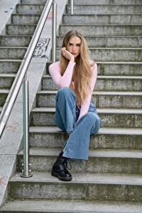 Обои Лестницы Сидит Джинсы Взгляд Блондинка Jolanda