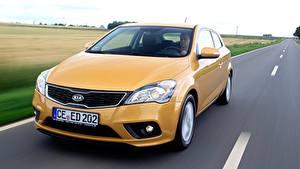 Картинка KIA Дороги Скорость Желтый Спереди Hatchback, pro ceed, EcoDynamics, 2011 авто