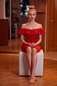Картинка Сидящие Ног Платья Красная Прически Блондинки Смотрит Katya, Andrew Filonenko девушка