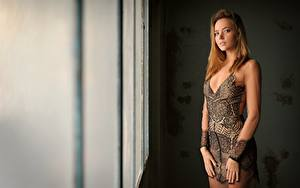 Картинки Платье Смотрят Katya Clover молодая женщина