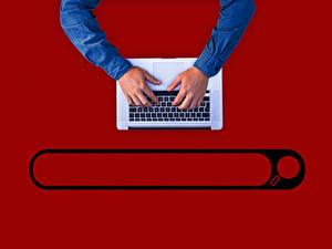 Обои для рабочего стола Клавиатура Руки Ноутбуки Красный фон