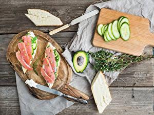 Картинка Ножик Бутерброды Огурцы Авокадо Рыба Хлеб Доски Разделочная доска Пища
