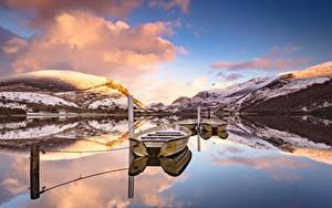 Картинка Озеро Лодки Гора Англия Облачно Отражении Природа