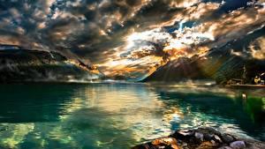 Обои для рабочего стола Озеро Гора Швейцария Пейзаж Облачно Brienzersee Природа