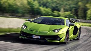 Фотография Lamborghini Зеленые Размытый фон Спереди Движение Aventador SVJ, 2018 авто