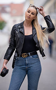 Фото Боке Блондинок Очки Руки Джинсов Куртках Взгляд Laura