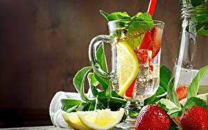 Фото Лимонад Лимоны Клубника Чашка Мята Еда