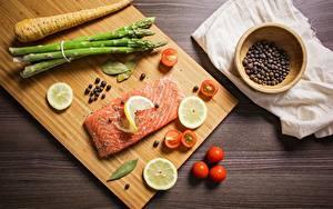 Фотография Лимоны Томаты Специи Рыба Лососи Разделочная доска Нарезанные продукты