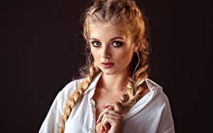 Картинка Коса Черный фон Причёска Волос Смотрит Красивый Лицо Lena Milovidova Девушки
