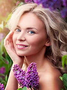 Обои Сирень Блондинка Улыбка Лицо Девушки