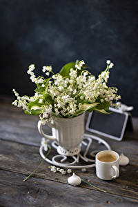 Обои Ландыши Кофе Капучино Доски Ваза Кружки Цветы Еда