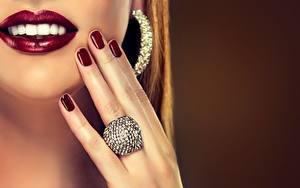 Фото Губы Украшения Пальцы Зубы Улыбка Кольцо Маникюр