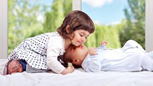 Фото Девочки Платье Младенец Двое Дети