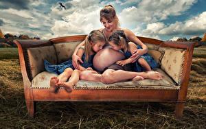 Фотографии Любовь Диван Девочки 2 Ребёнок