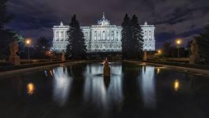 Обои для рабочего стола Мадрид Испания Здания Фонтаны Ночные Palacio Real город