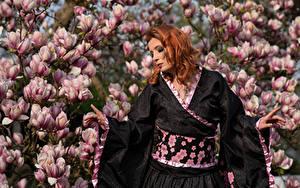 Картинки Магнолия Цветущие деревья Рыжие Кимоно Руки Frauke Dollinger молодые женщины