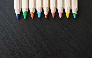 Обои для рабочего стола Много Карандашей Разноцветные На черном фоне