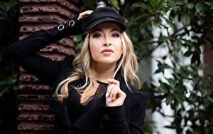 Фотографии Блондинки Кепка Взгляд Margarita девушка