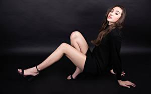 Фотографии Позирует Ноги Платье Взгляд Marie-Soleil Ethier Девушки