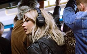 Фотографии Блондинок Волосы В наушниках Marshall Mid ANC Bluetooth Black Девушки