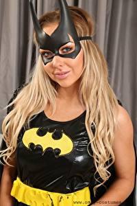 Фото Маски Bethany M Only Бэтмен герой Блондинки Смотрит В латексе девушка