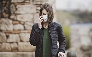 Фото Маски Коронавирус Боке Брюнеток Куртка Смотрит Руки девушка