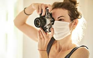 Обои Маски Коронавирус Шатенки Рука Фотокамера Фотограф Canon девушка