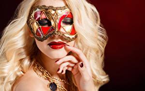 Фотографии Маски Пальцы Цветной фон Блондинка Лицо Маникюр Красные губы Девушки