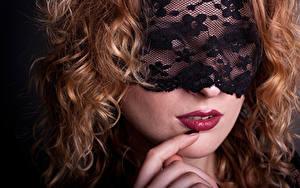 Картинка Маски Пальцы Лица Красные губы Волосы Рыжие Девушки