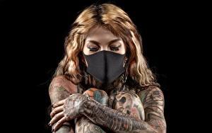 Картинка Маски Тату На черном фоне Рука девушка