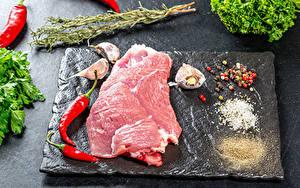 Обои Мясные продукты Острый перец чили Перец чёрный Чеснок Соли