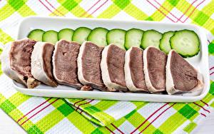 Фото Мясные продукты Огурцы Нарезка beef tongue Пища