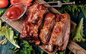 Картинка Мясные продукты Разделочная доска Кетчуп