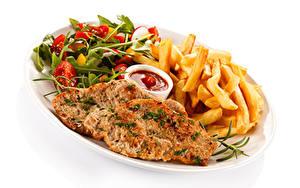 Фотографии Мясные продукты Картофель фри Овощи Белый фон Тарелке Кетчупом Пища