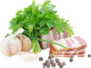 Фото Мясные продукты Чеснок Перец чёрный Овощи Белым фоном Сало Еда