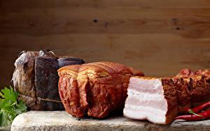 Картинка Мясные продукты Ветчина Острый перец чили Свинина Доски Стенка Салом