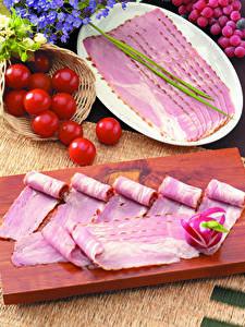 Фотографии Мясные продукты Ветчина Помидоры Редис Нарезанные продукты Разделочной доске