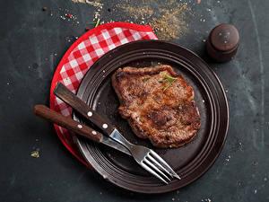 Фотографии Мясные продукты Ножик Тарелке Вилка столовая Еда