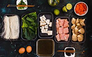 Фотографии Мясные продукты Грибы Сыры Лайм Морковь Овощи Яйцо Палочки для еды Пища
