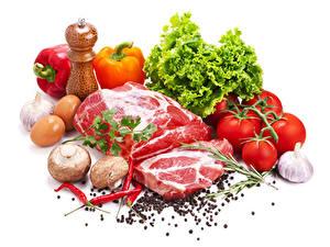 Картинка Мясные продукты Грибы Перец овощной Помидоры Чеснок Перец чёрный Острый перец чили Овощи Белый фон Еда
