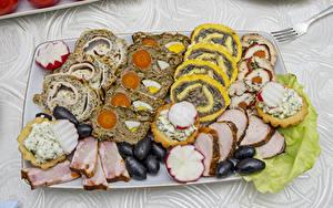 Фотография Мясные продукты Оливки Редис Нарезка