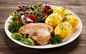Фотографии Мясные продукты Картофель Овощи Тарелка Еда