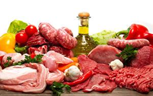Картинка Мясные продукты Колбаса Томаты Чеснок Острый перец чили Бутылка Продукты питания